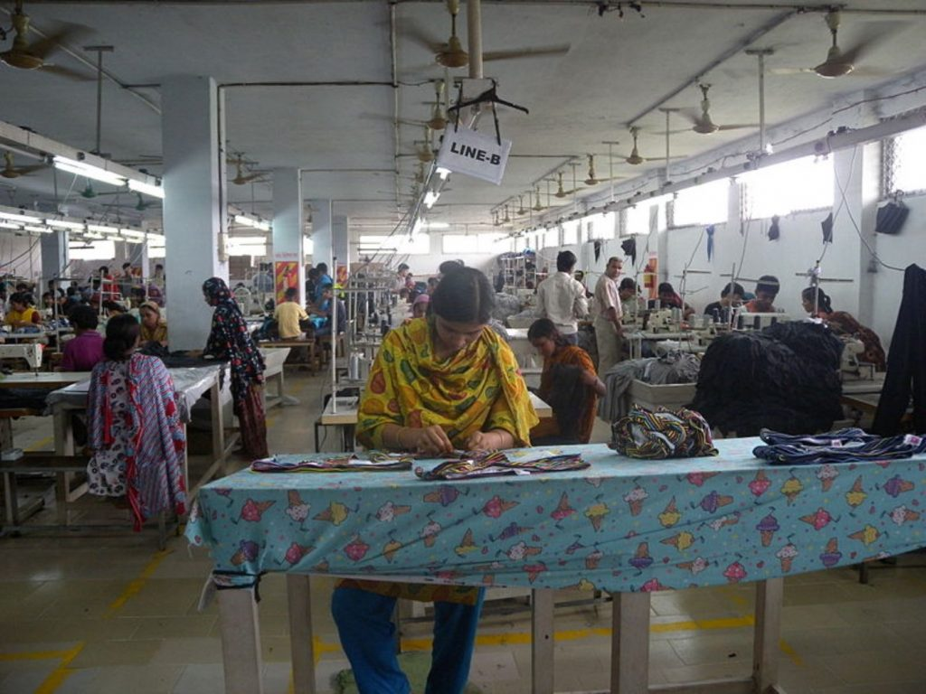 Garment_factory_in_Bangladesh_Women_working